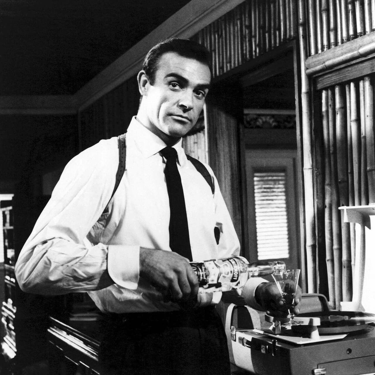 Шон Коннери в роли Джеймса Бонда (1965). Источник: reddit.com