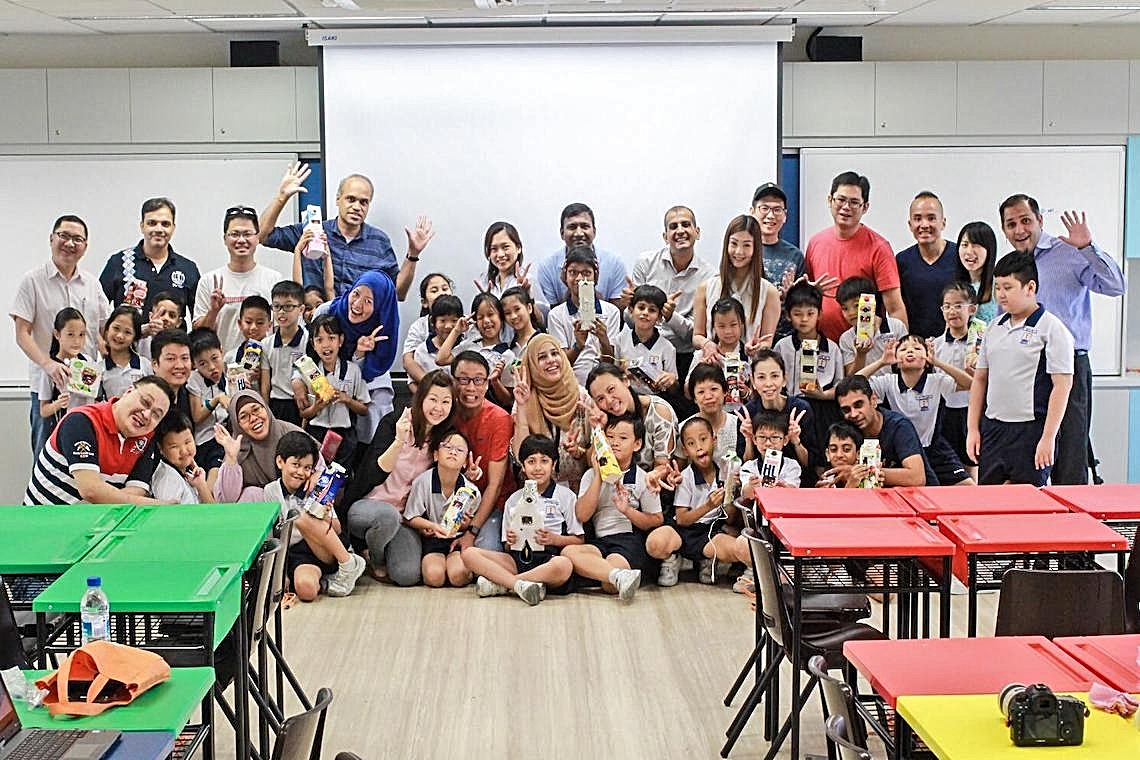 students-team-up-with-their-parents-to-code-at-waterway-primary-school