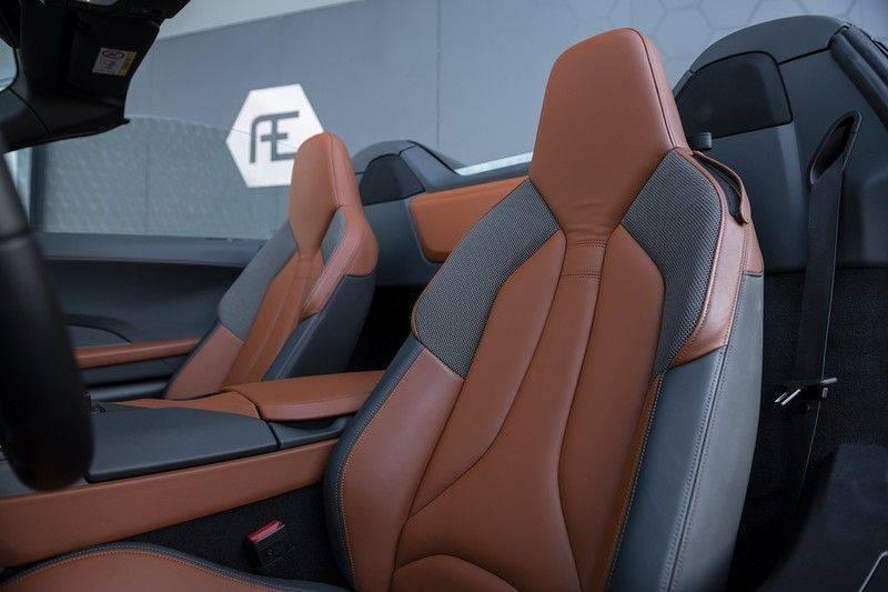 BMW i8 Roadster Dry Carbon, Carbon interieur afwerking, Accaro fijn nappa leder, Progressive package , Laser LED Koplampen afbeelding 5