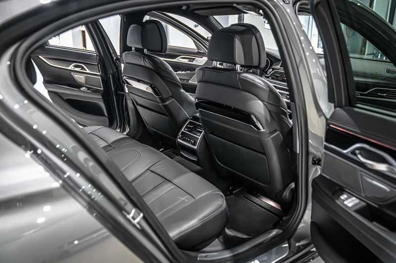 BMW 7 Serie 740e iPerformance M sport | €49.000,- Ex BTW| NP€135.000,-| Massagestoelen | Soft close | 20 inch | Surround view | Harman kardon afbeelding 14