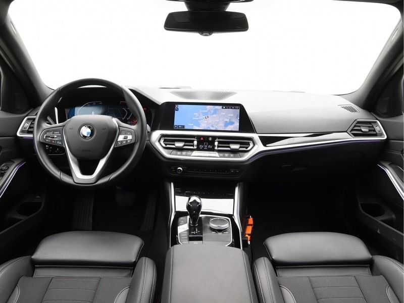 BMW 3 Serie Touring 330i Executive Edition afbeelding 13