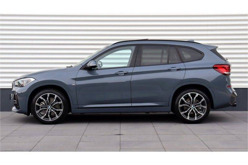 BMW X1 xDrive20i High Executive M Sport Panoramadak, Head-Up Display, Leder, Trekhaak afbeelding 2
