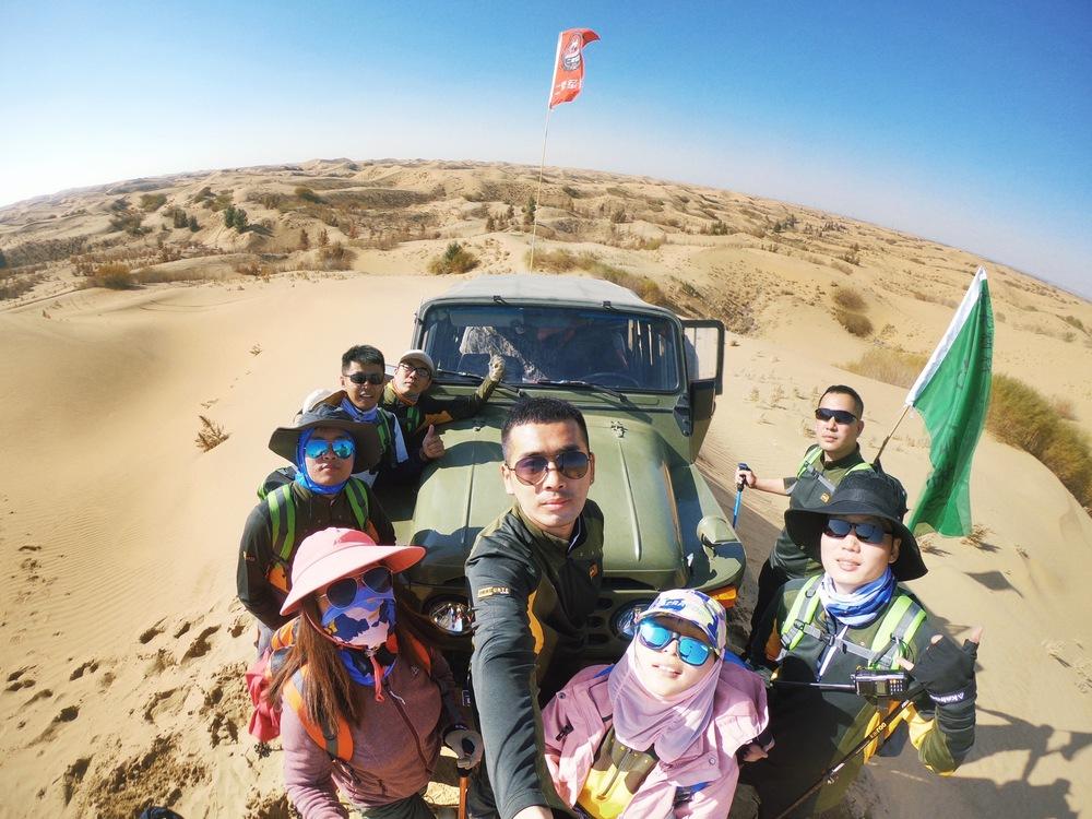 库布其沙漠 - 越野车