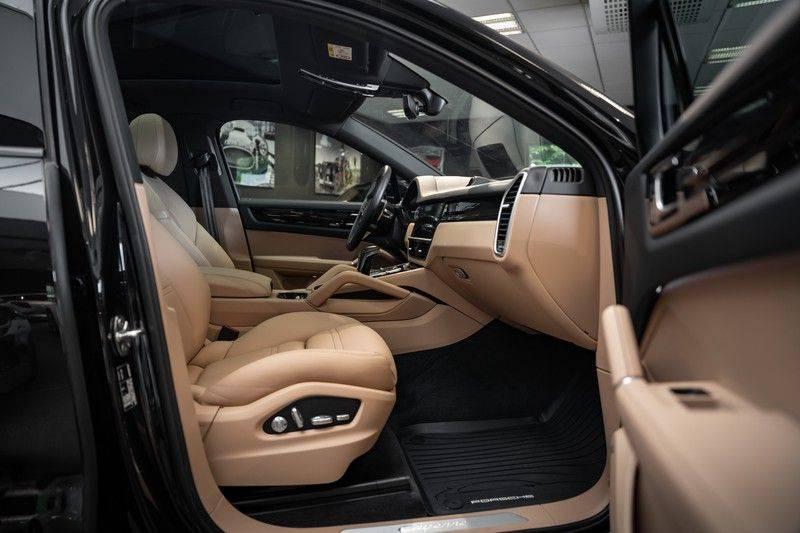 Porsche Cayenne Coupé Hybrid 22 Turbo Luchtvering Surround Camera ACC 3.0 E-Hybrid afbeelding 15