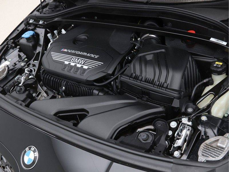 BMW 1 Serie M135i xDrive High Executive afbeelding 4