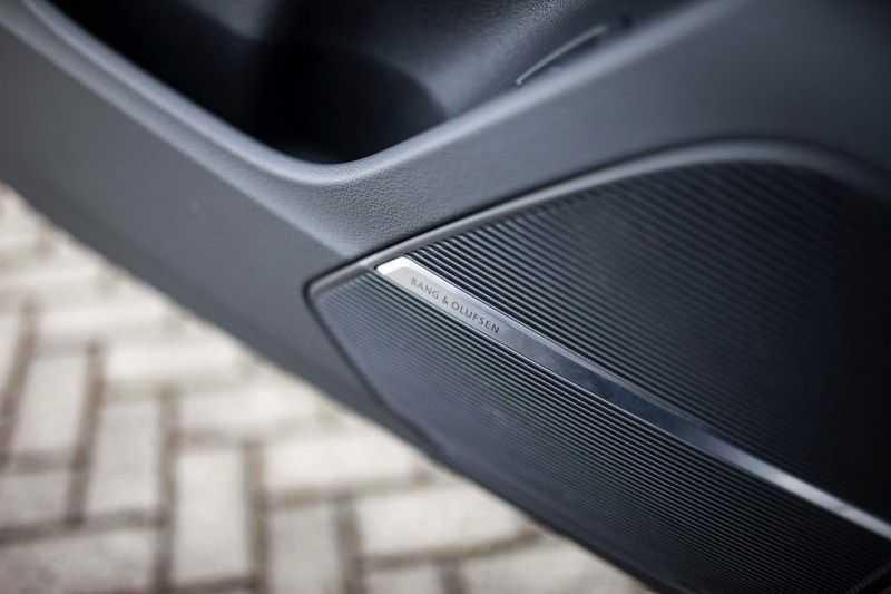 """Audi Q8 50 TDI Quattro *S-line / 23"""" / Panorama / Matrix-LED / Standkachel* afbeelding 11"""