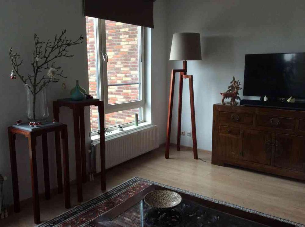 Afbeelding van een lampenkap op een statief in een woonkamer | advies en ondersteuning in social selling aan mkb