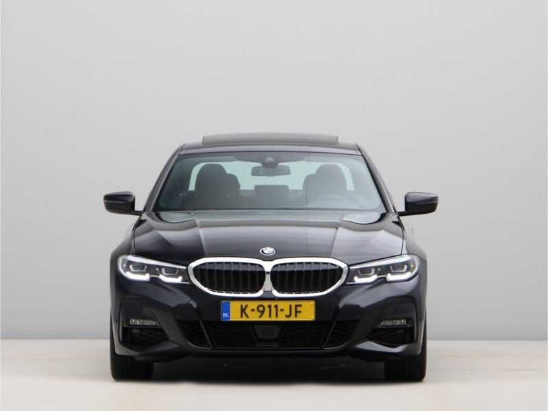 BMW 3 Serie 320i High Executive Model M Sport afbeelding 3