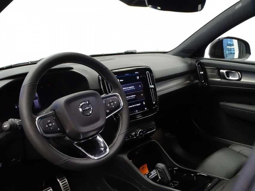 """Volvo XC40 Recharge P8 AWD R-Design EX BTW 20""""LM Panorama Leder 8% Bijtelling meerdere op voorraad! afbeelding 18"""