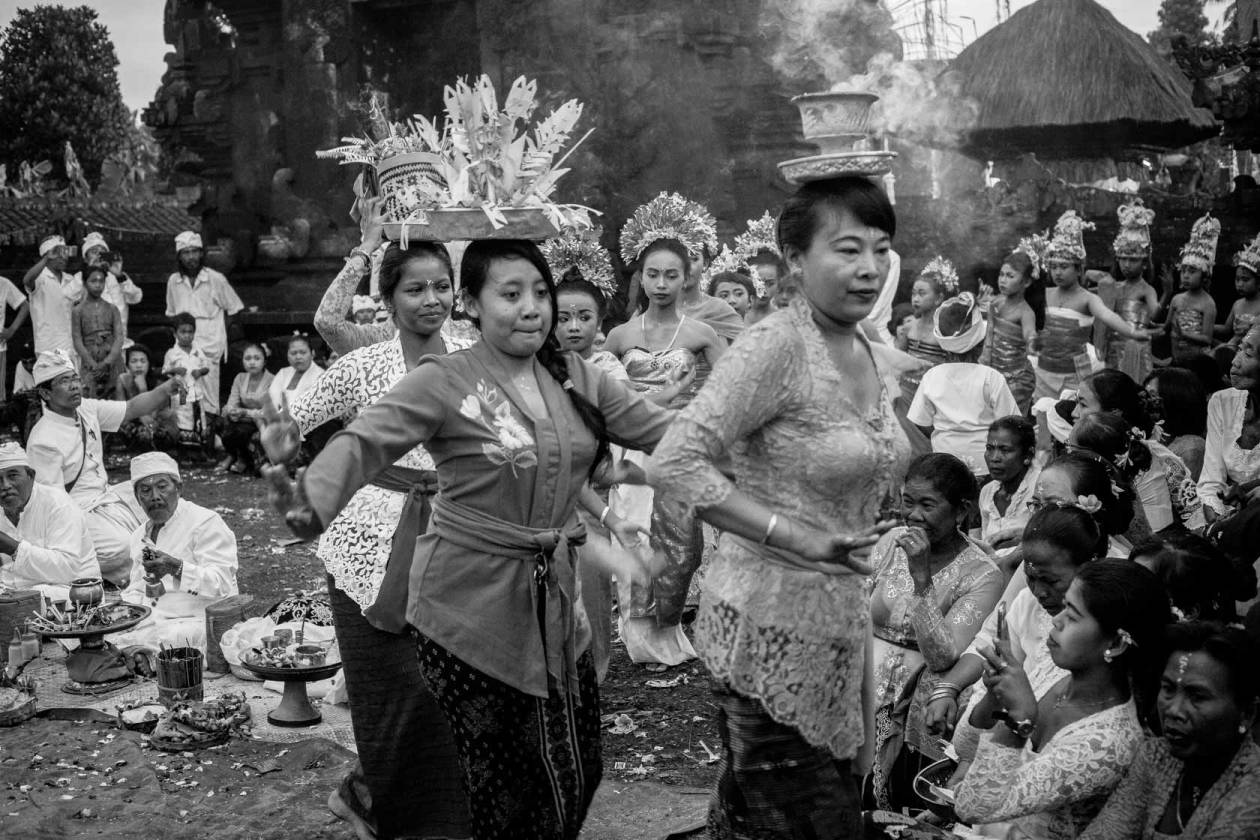 women-flowers-and-dances