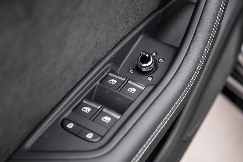 Audi RS4 Avant 2.9 TFSI 450 pk RS 4 quattro   Panoramadak   Assistentiepakket Tour/City   Matrix LED   Bang & Olufsen 3D Sound afbeelding 21