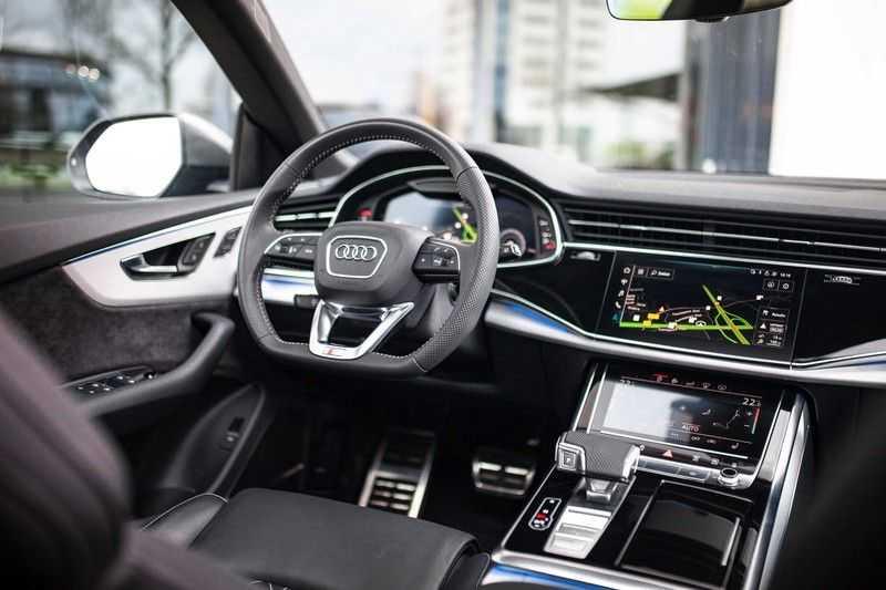 """Audi Q8 50 TDI Quattro *S-line / 23"""" / Panorama / Matrix-LED / Standkachel* afbeelding 2"""