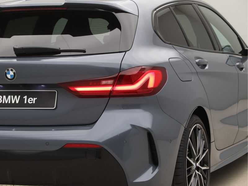 BMW 1 Serie 118i 5rds High Exe M-Sport Aut. afbeelding 20