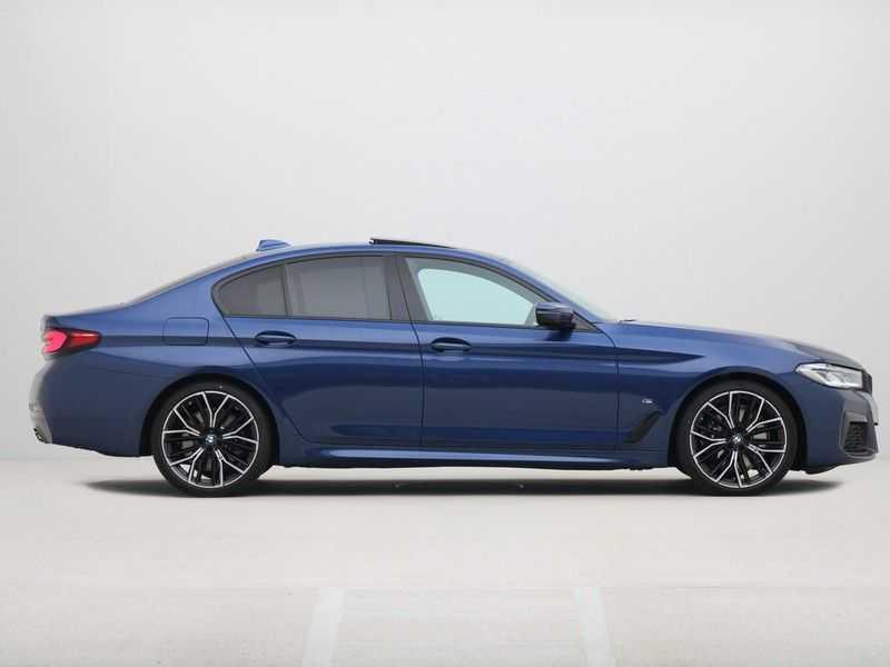 BMW 5 Serie Sedan 530i High Executive M-Sport Automaat afbeelding 2
