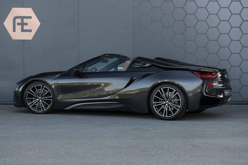 BMW i8 Roadster Dry Carbon, Carbon interieur afwerking, Accaro fijn nappa leder, Progressive package , Laser LED Koplampen afbeelding 6