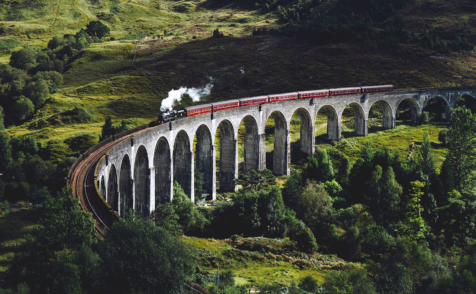 Train Travel, Books as Rihanna, Czech Melancholy & More: Endnotes 18 October