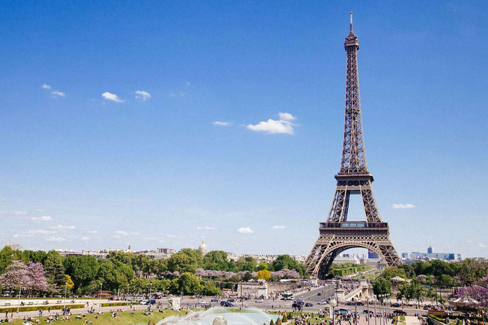 Living in Paris: what is it about?