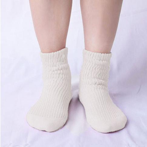 肌側シルクうるおい二重編靴下2