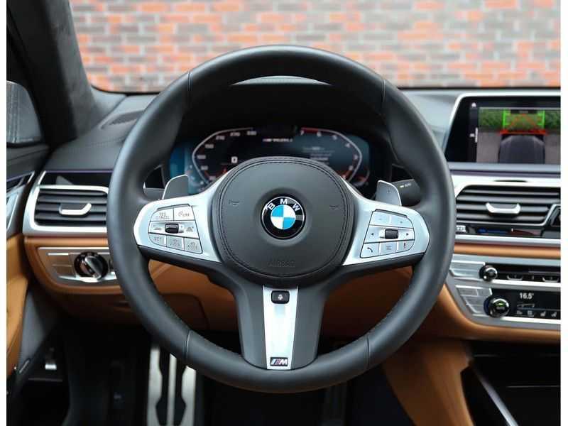 BMW 7 Serie M760Li xDrive *Dravit grey*Executive seats*Sky Lounge*Full option* afbeelding 21