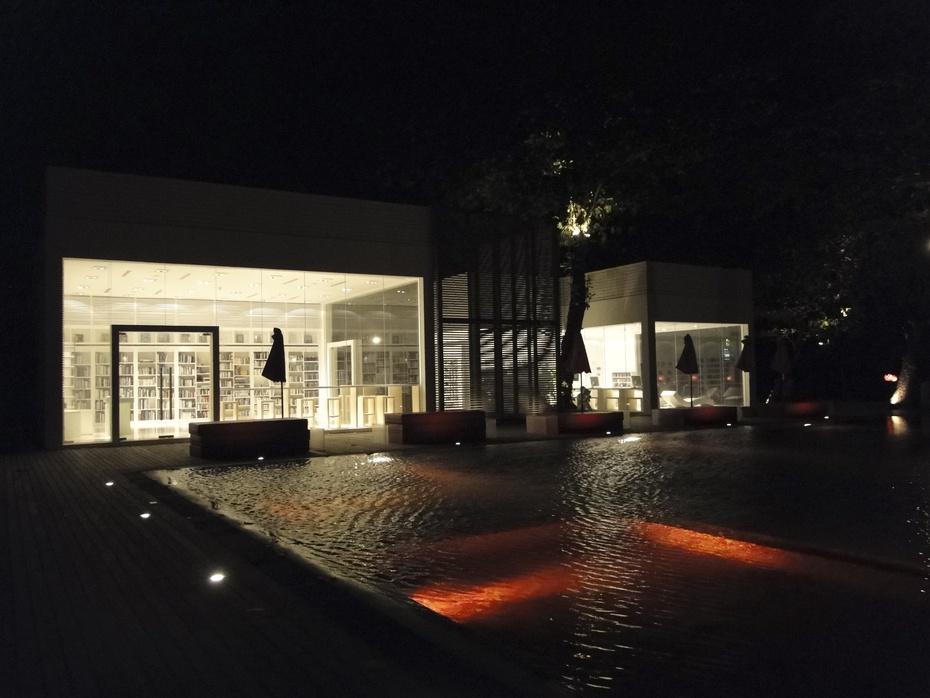 Red Pool im The Library Resort auf Koh Samui