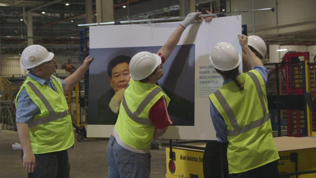 Кадры из «Американской фабрики» (реж. Стивен Богнар и Джулия Райхерт)