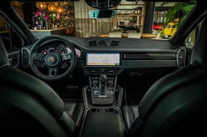 Porsche Cayenne 4.0 Turbo   Head-Up   Carbon   Panorama   3D Camera   BOSE   Trekhaak   Afwijkende stikselkleur   Stoelventilatie   NP 252.000! afbeelding 24