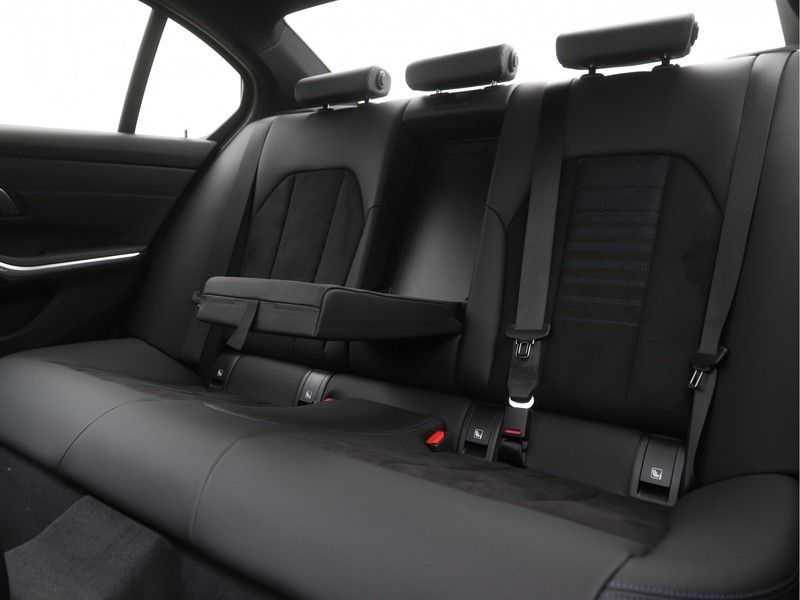 BMW 3 Serie Sedan 320i High Executive M-Sport Automaat afbeelding 10