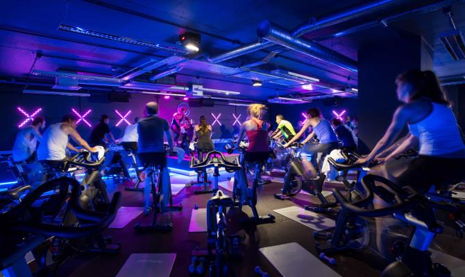 Studio de cycling : du cardio en boite de nuit !