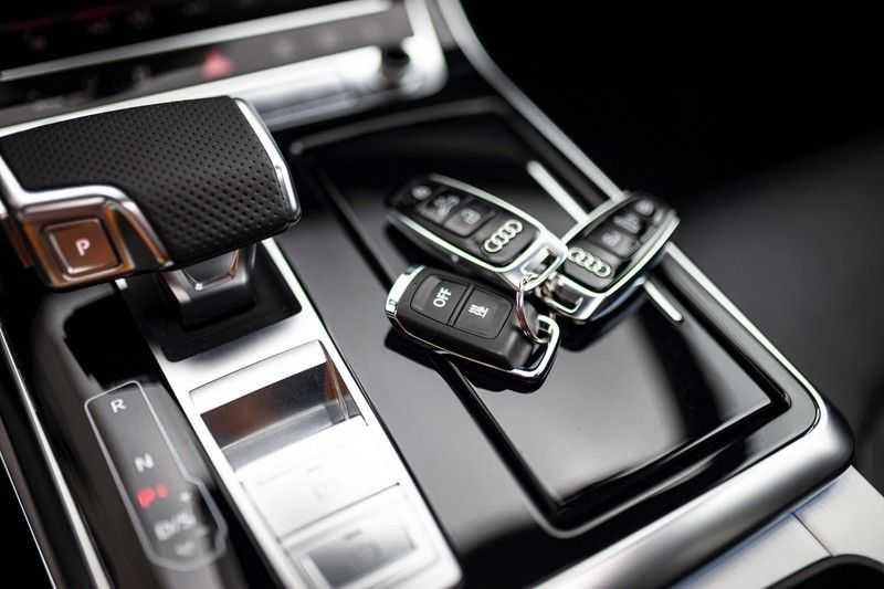 """Audi Q8 50 TDI Quattro *S-line / 23"""" / Panorama / Matrix-LED / Standkachel* afbeelding 20"""