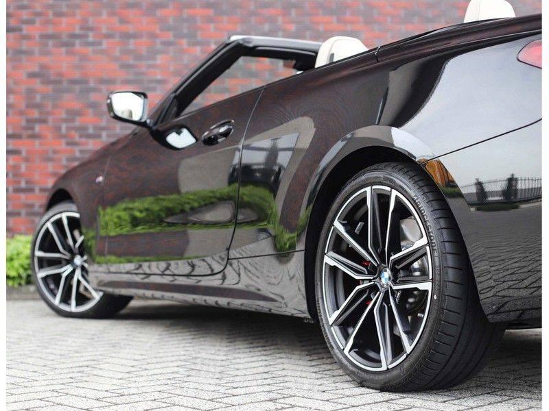 BMW 4 Serie Cabrio M440i xDrive *Trekhaak*Nekverwarming*Head-Up* afbeelding 4