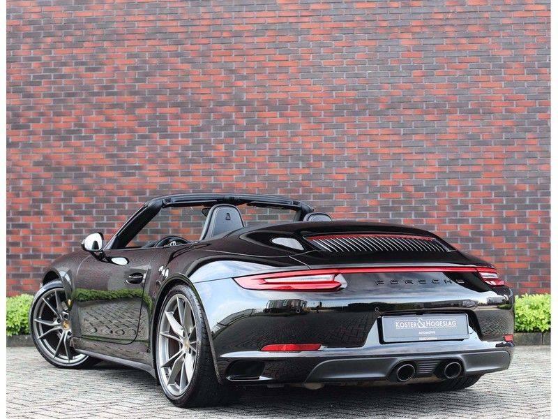 Porsche 911 Cabrio Carrera 4S *ACC*Bose*Chrono*Vierwielbesturing*Camera*Vol!* afbeelding 3