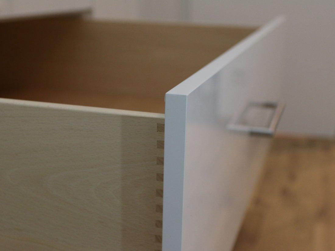 Ein Einbauschrank nach Maß. Aus Massivholz, Furnier oder Dekorplatten. Auch Glas und Spiegelflächen werden realisiert. RUPPERTdesign steht für Einbauschränke nach Maß.