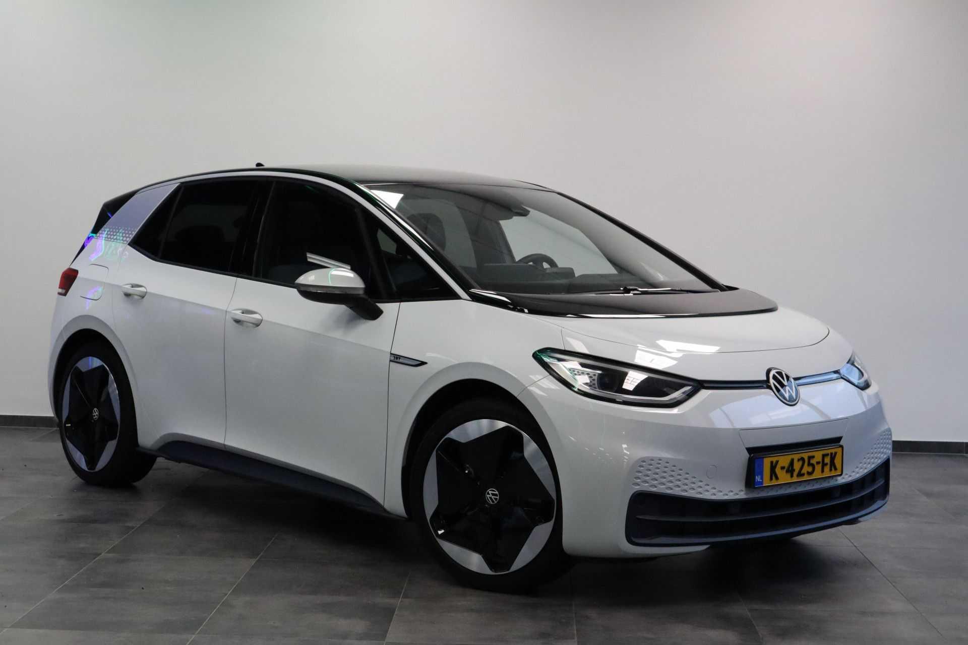 """Volkswagen ID.3 First Max   prijs ex.btw 41.950,-   8% Bijtelling 20""""LM Panorama Massagestoelen"""