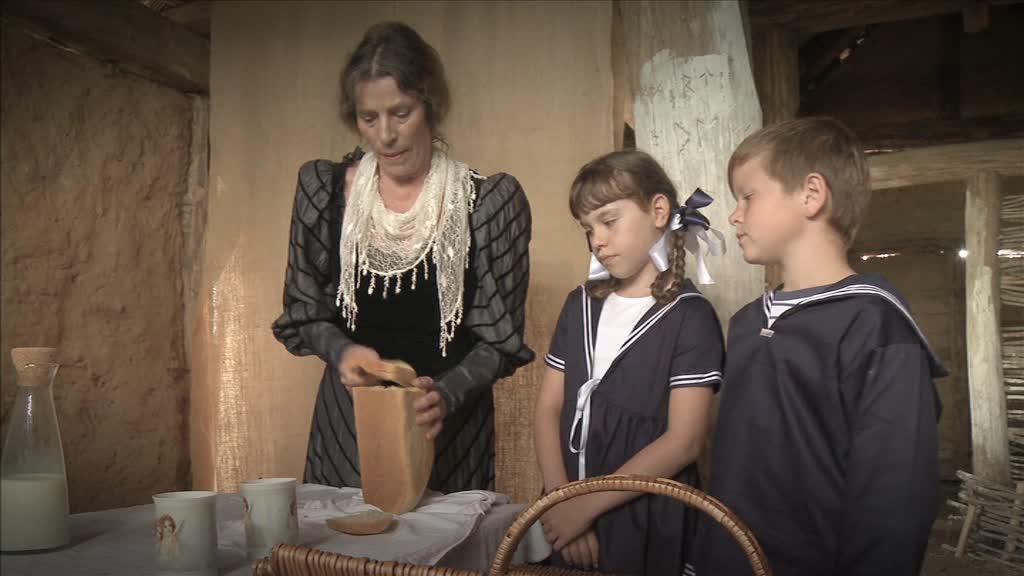 Sonja und Petja in der Bauernhütte