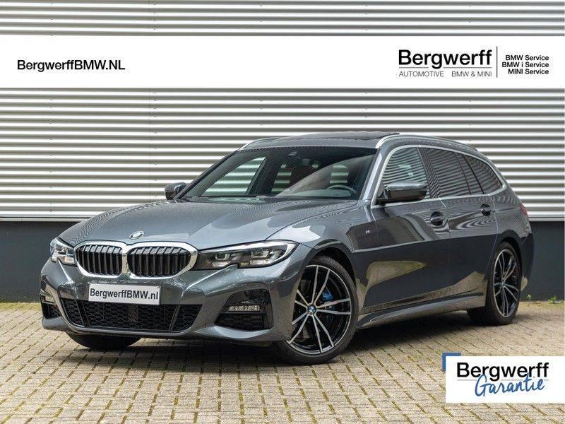 BMW 3 Serie Touring 330i M-Sport - Individual - Memoryzetels - Trekhaak - Panorama afbeelding 1