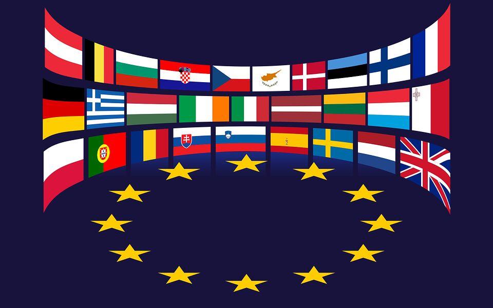 Le bandiere delle nazioni dell'Unione Europea