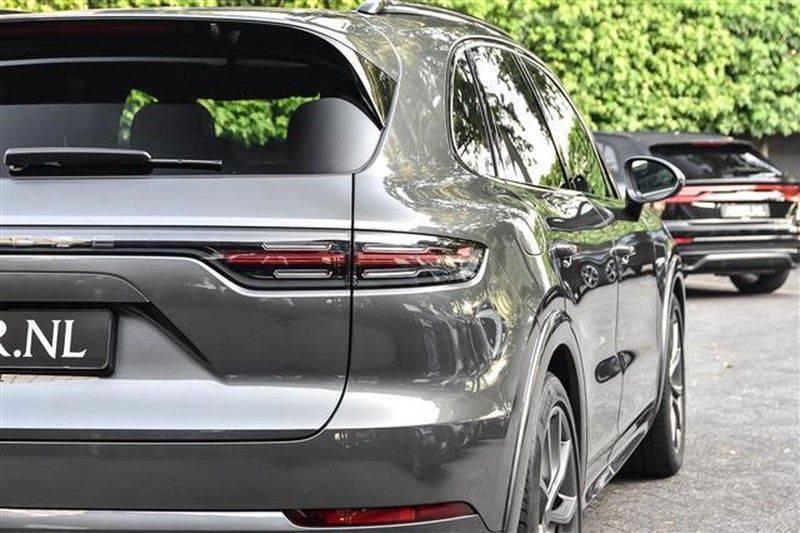Porsche Cayenne E-HYBRID SPORTDESIGN+PANO.DAK+4WSTURING afbeelding 16