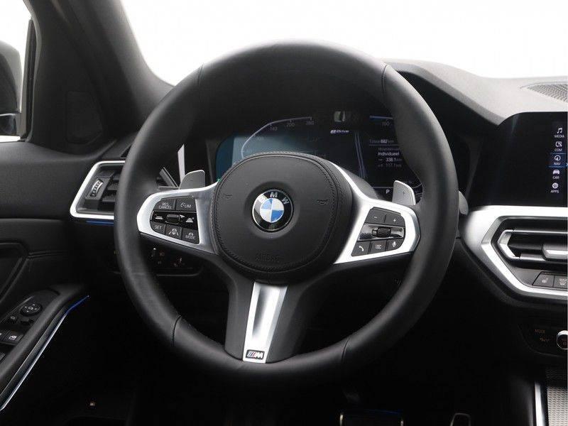 BMW 3 Serie Sedan 330e High Executive M-Sport Automaat afbeelding 2
