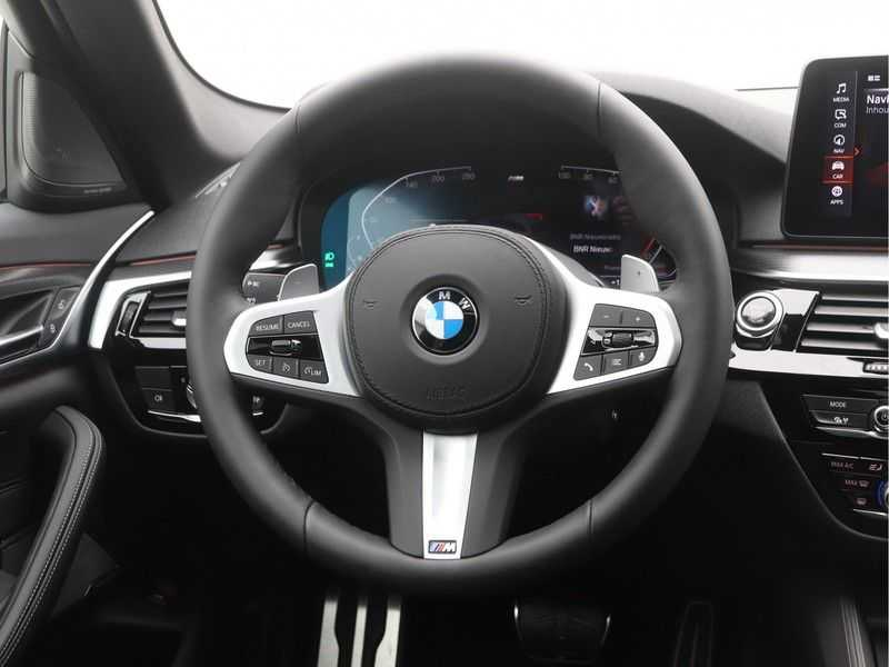 BMW 5 Serie Touring 530i Launch Edition M-Sport Automaat afbeelding 9