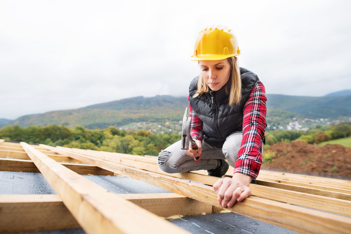 young-woman-worker-on-the-construction-site-P2GRDEA