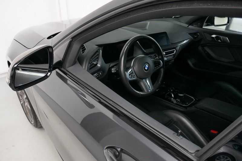 BMW 1 Serie M135i xDrive High Executive Virtual - Led - Panodak afbeelding 4