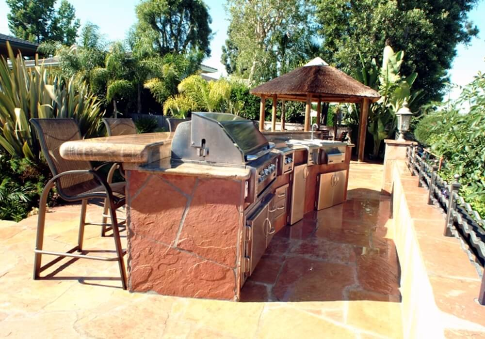 image of outdoor kitchen and grill