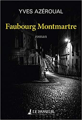 Couverture en clair-obscur, photographie en noir et blanc d'une rue de Montmartre la nuit, rue pavée, une voiture, phares allumés monte la pente, d'autres sont garées. Nom de l'auteur en blanc tout en haut, titre en jaune en dessous, nom de l'éditeur tout en bas, en blanc.