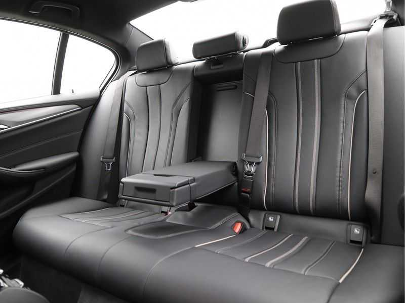 BMW 5 Serie 520i High Exe Aut. M-Sport afbeelding 13
