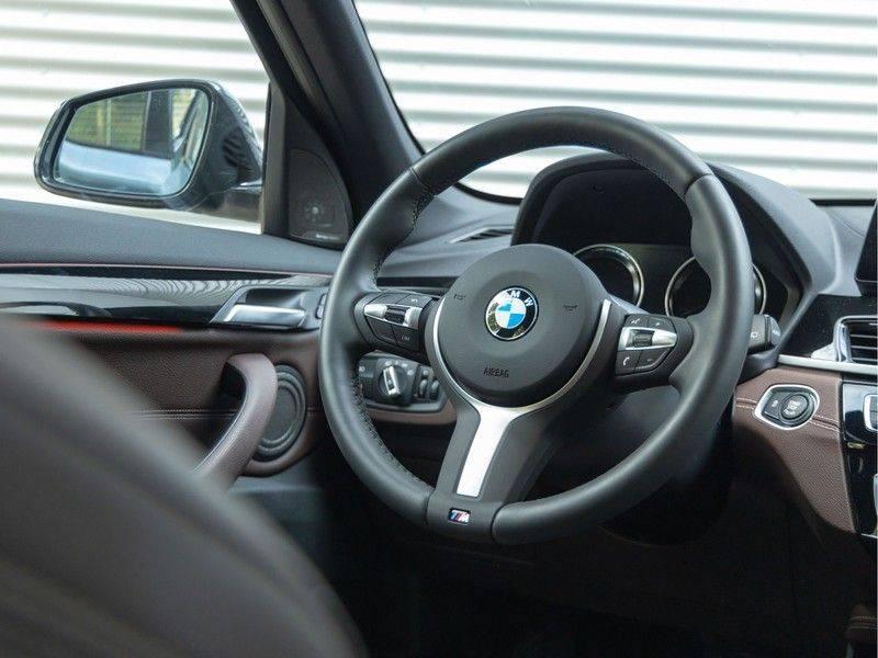 BMW X1 xDrive20i High Executive - Memoryzetel - Panorama - Trekhaak - Harman Kardon afbeelding 19