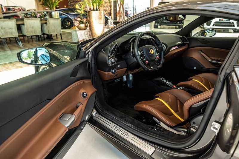 Ferrari 488 3.9 GTB HELE | Carbon | Passenger Display | Lifting | NP350.000,- afbeelding 23
