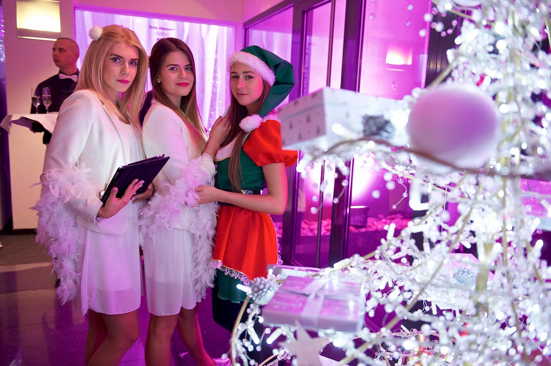 Firemný večierok pre zamestnancov: Vianočná párty a koncert Emy Drobnej