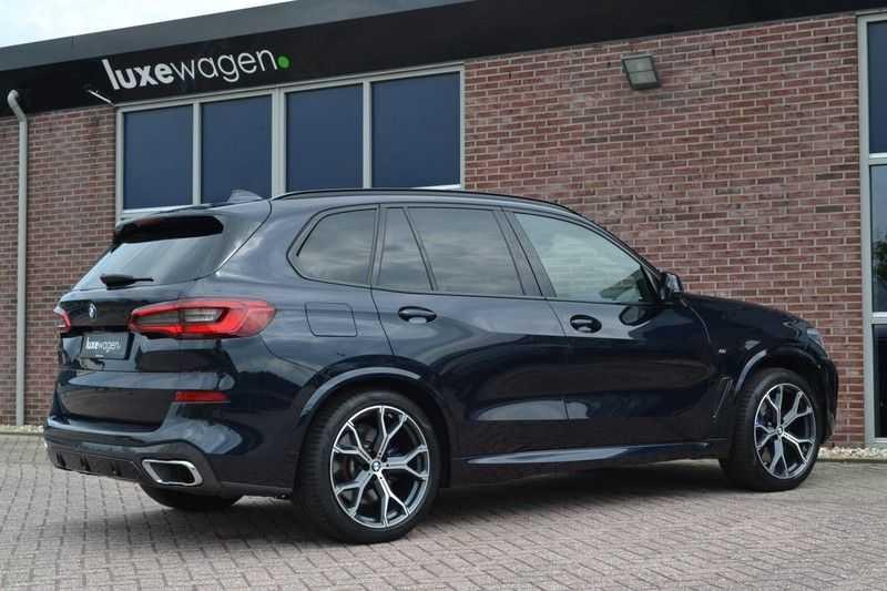 BMW X5 xDrive30d 265pk M-Sport Pano Luchtv Trekh DA+ PA+ Standk afbeelding 6