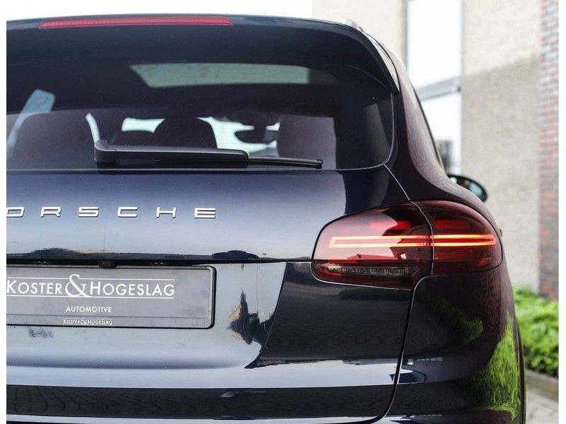 Porsche Cayenne Turbo *SportDesign*Pano*360cam*Chrono*Soft-Close* afbeelding 16