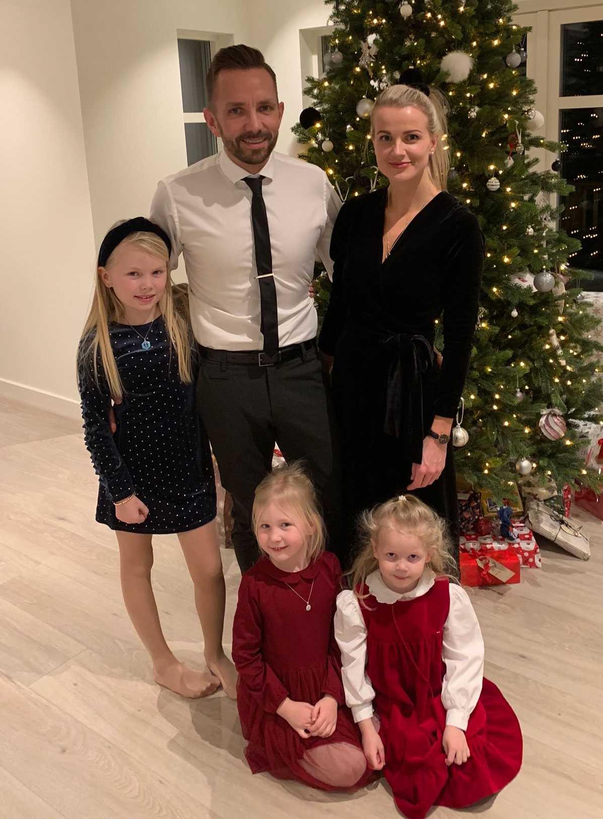Joakim og Iselin Pedersen med familie - fornøyde huseiere